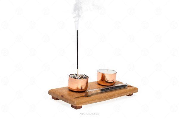 پایه چوبی به همراه دو ظرف مسی ویژه برای عود و شمع و یک شیشه عود