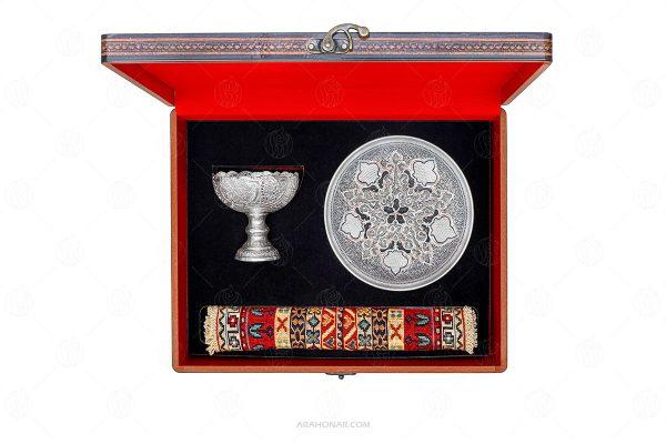 آجیل خوری نقره و بشقاب قلمزنی و گلیم سیرجان (۱۵۵)